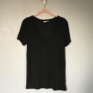 NWOT BP. Black V-Neck Short Sleeve T-Shirt sz M
